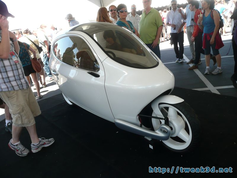 c1-enclosed-motorcycle-pod-bike-gyroscopic-maker-faire.JPG