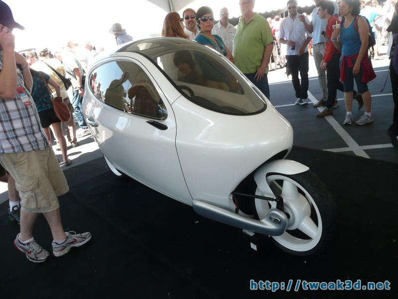 c1-enclosed-motorcycle-pod-bike-gyroscopic-maker-faire.JPG