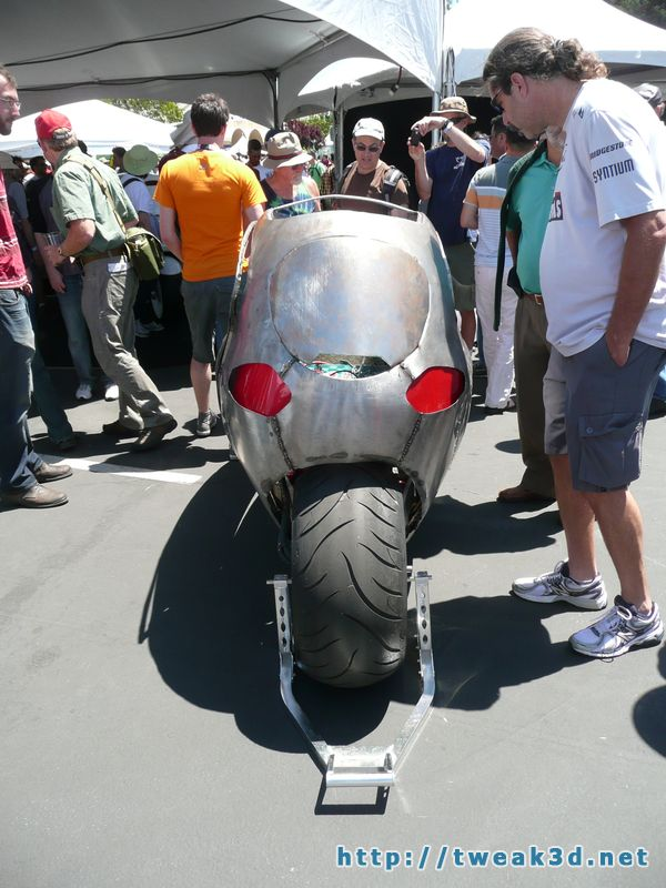 c1-enclosed-motorcycle-pod-bike-gyroscopic-maker-faire4.JPG